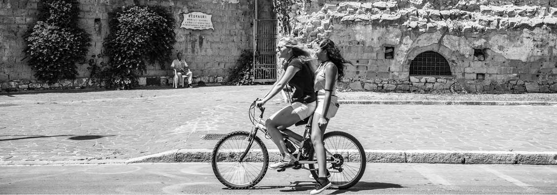 giro in bici nel quartiere di Gaeta medioevale